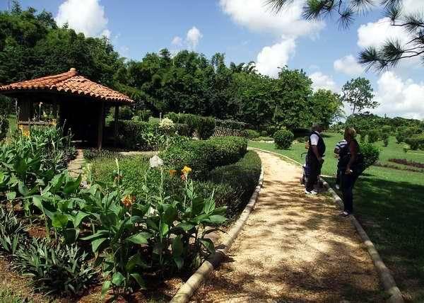 Zoo + Jardin Botánico