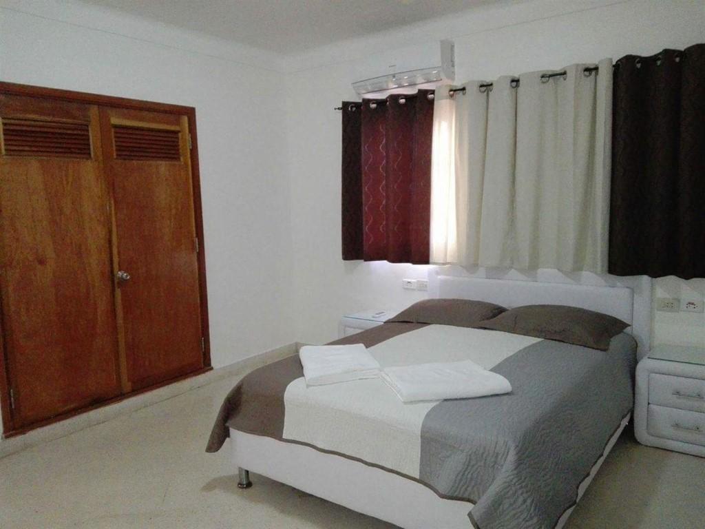 Apartamento 4to. Piso Malecón  -                                                 Habitación 1