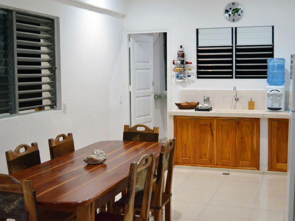 Apart-Hostal Santa Clara  -                                                 Cocina y comedor