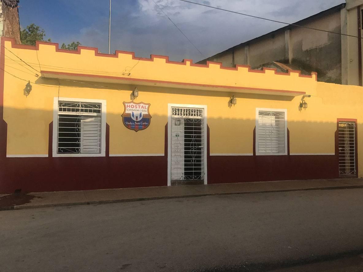 Hostal Casa Messi -                                                 Frente de la casa