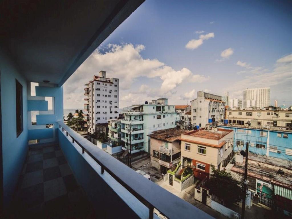 Apartamento 4to. Piso Malecón  -                                                 Balcón