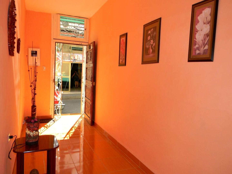 Casa Cuba  -                                                 Pasillo