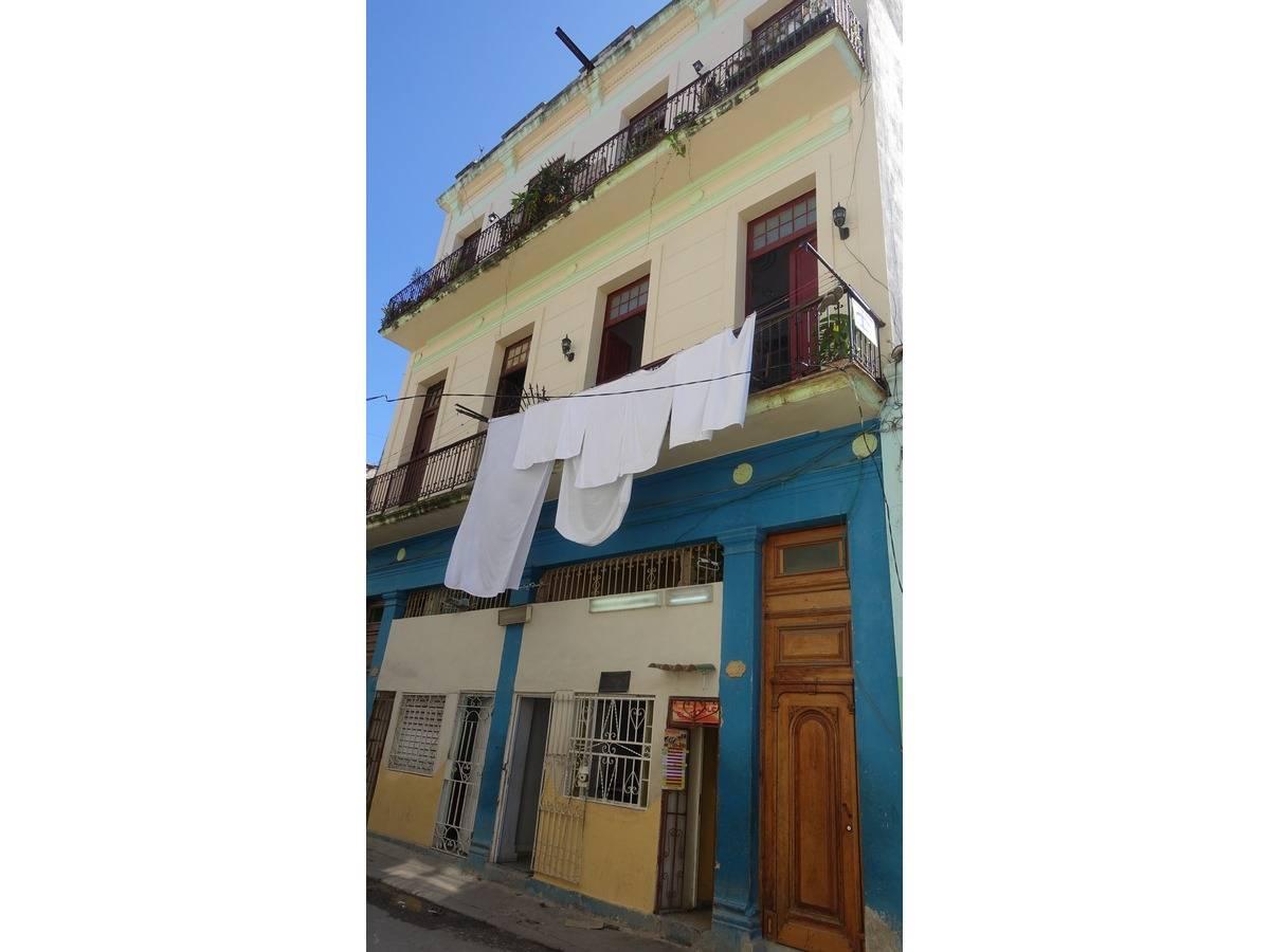 Hostal Barceló -                                                 Frente de la casa