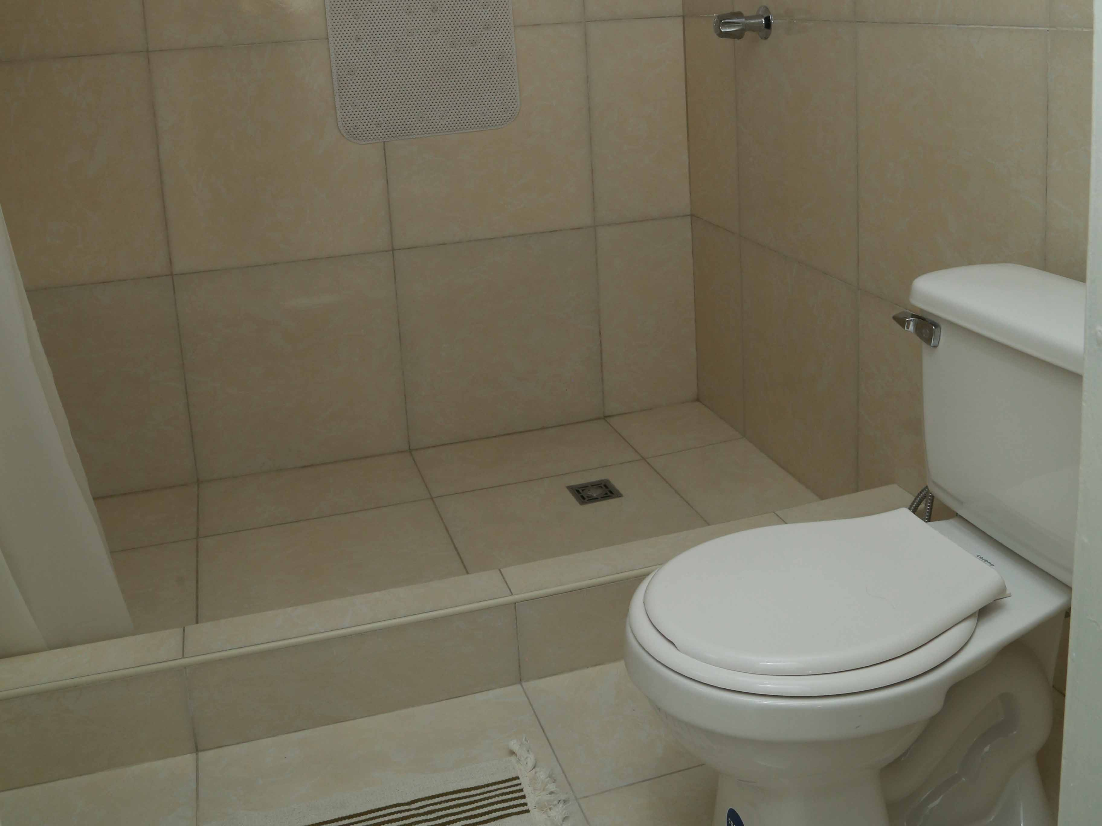 Apart-Hostal Santa Clara  -                                                 Baño 1.2