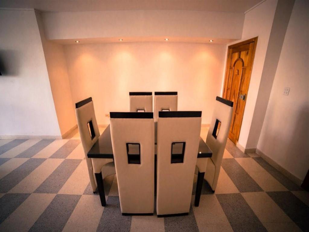 Apartamento 4to. Piso Malecón  -                                                 Comedor