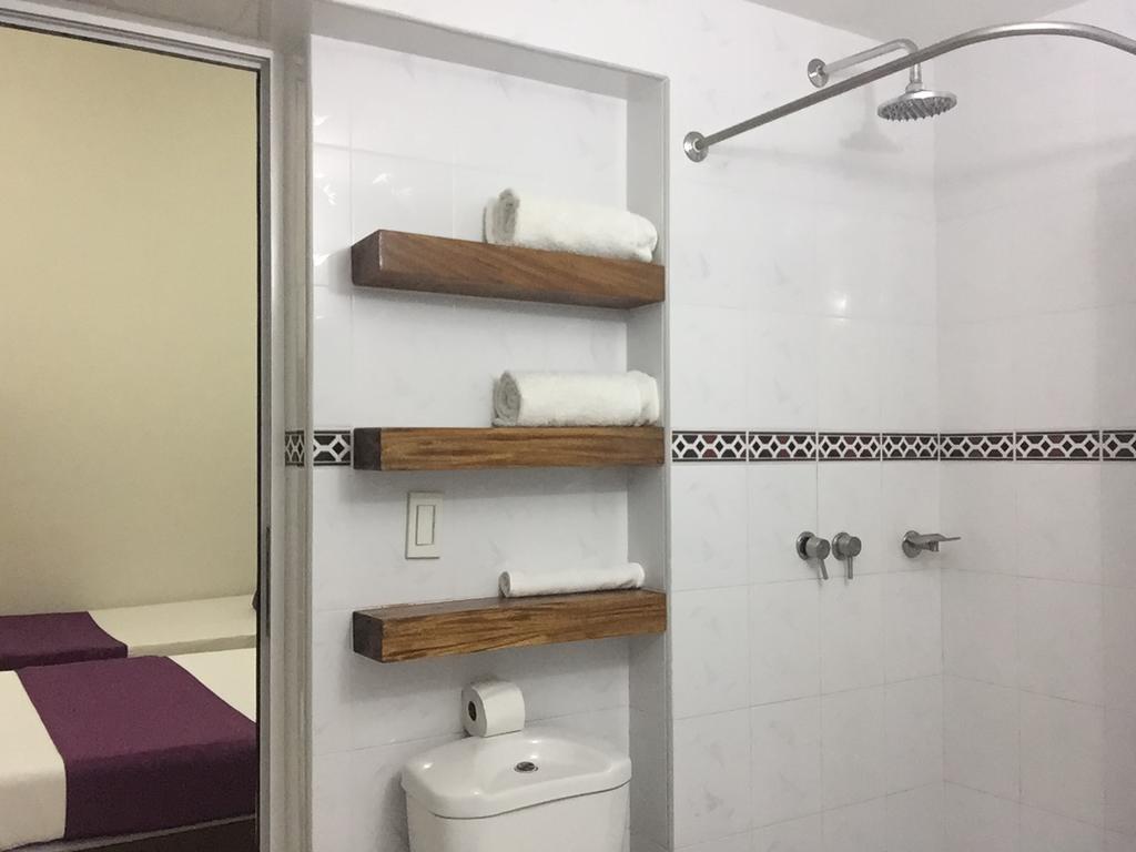 Hostal Miramar  -                                                 Bathroom 2.2